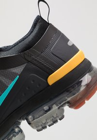 Nike Sportswear - AIR VAPORMAX 2019 UTILITY - Matalavartiset tennarit - off noir/black/cosmic clay/thunder grey - 8