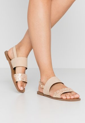 WIDE FIT NELLIE 2STRAP SIMPLE FLAT - Sandaler - nude