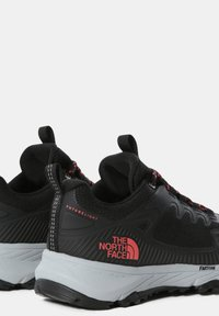 The North Face - W ULTRA FASTPACK IV FUTURELIGHT - Trainers - tnf black fiesta red - 4