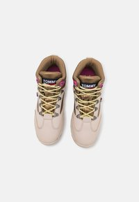 Tommy Jeans - HYBRID FLATFORM BOOT - Lace-up ankle boots - stony beige - 5