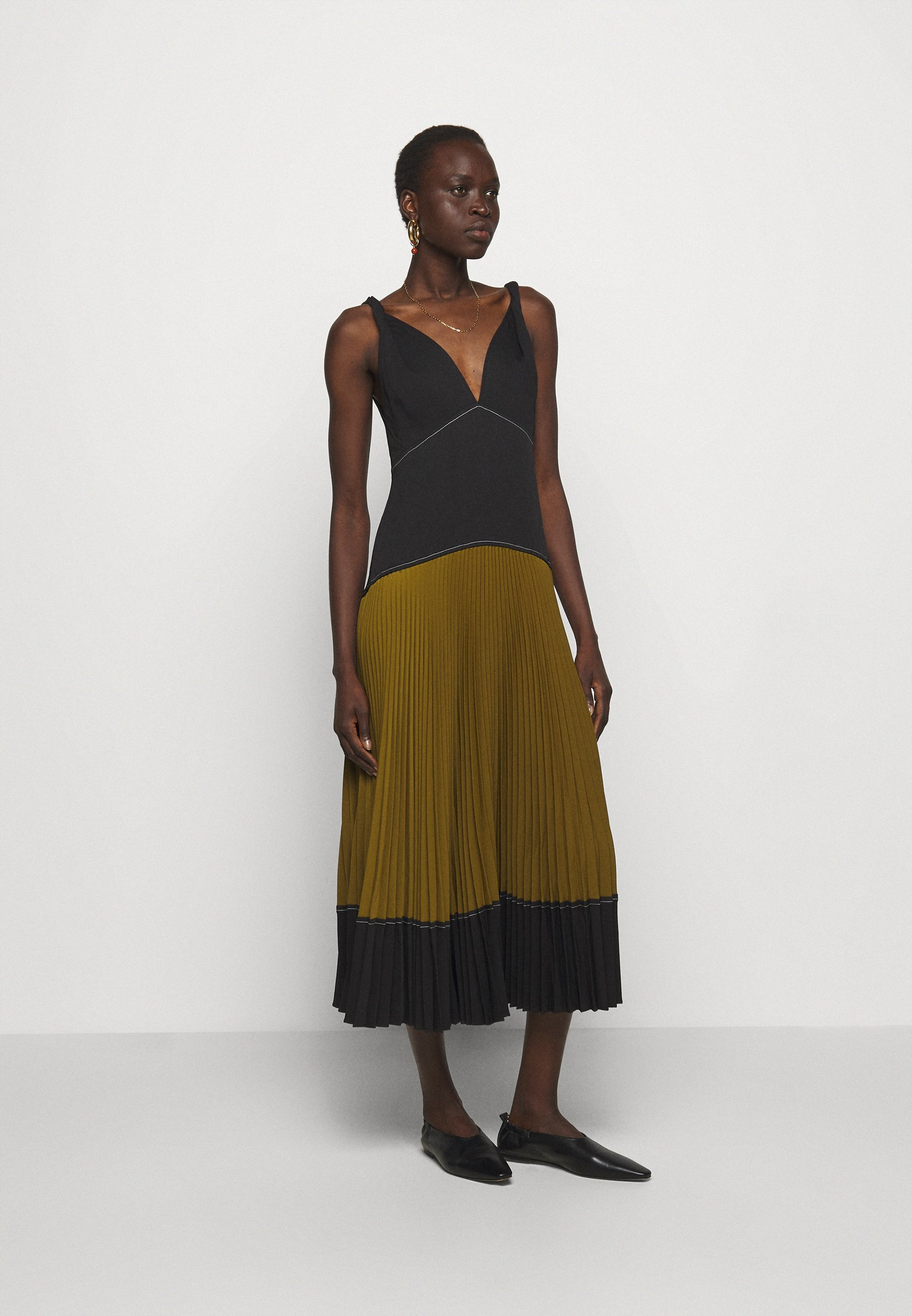 Women COLORBLOCKED PLEATED DRESS - Day dress