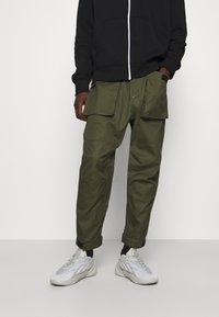Converse - PANELED JOGGER - Cargo trousers - khaki - 0