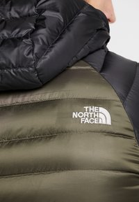 The North Face - TREVAIL HOODIE - Bunda z prachového peří - new taupe green/black - 6