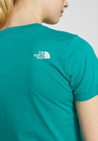 The North Face - WOMENS EASY TEE - Triko s potiskem - jaiden green - 4