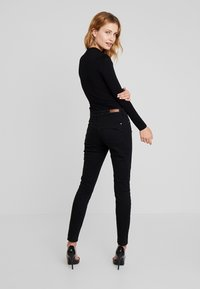Guess - LEO TRIANGLE BODY - Long sleeved top - jet black - 2