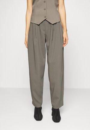 VALE TROUSERS - Kalhoty - khaki