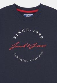Jack & Jones Junior - JJHERRO CREW NECK JR - Sweater - navy blazer - 2