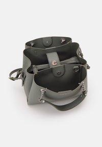 Emporio Armani - ANNIE TOTE PUBBLE - Handbag - argilla/clay - 3