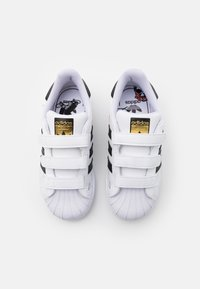 adidas Originals - SUPERSTAR UNISEX  - Sneakers laag - footwear white/core black/gold metallic - 3