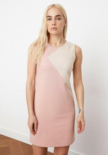 Vestido de tubo - pink
