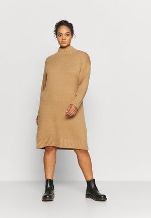 SLFBELLA DRESS O NECK - Pletené šaty - tigers eye