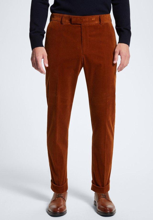 LUC - STOFFHOSE - Trousers - orange