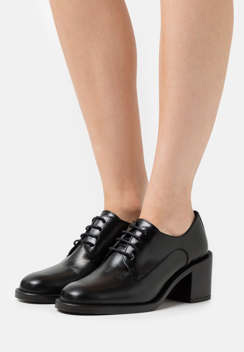 Office - MODEST LACE UP MID SHOE - Lace-up heels - black
