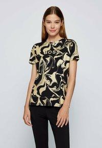 BOSS - C ELOGO GOLD ZAL - Print T-shirt - patterned - 0