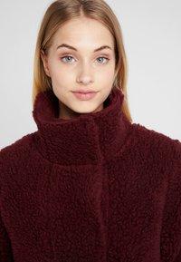 Bergans - OSLO LOOSE FIT - Zimní kabát - zinfandel red melange - 3