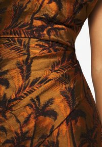 Bec & Bridge - FAR-OUT AYSM MINI DRESS - Robe fourreau - red palm - 6