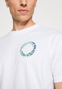 GAP - GRAPHIC  - Print T-shirt - optic white - 5