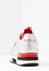 Replay - MEW - Trainers - silver/red - 5