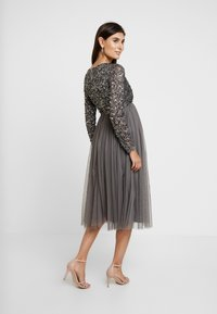 Maya Deluxe Maternity - LONG SLEEVE WRAP MIDI DRESS WITH DELICATE SEQUIN EMBELLISHMENT - Robe de soirée - charcoal - 3