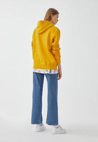 PULL&BEAR - Luvtröja - yellow - 4