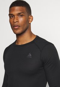 ODLO - ACTIVE WARM ECO TOP CREW NECK - Koszulka sportowa - black - 4