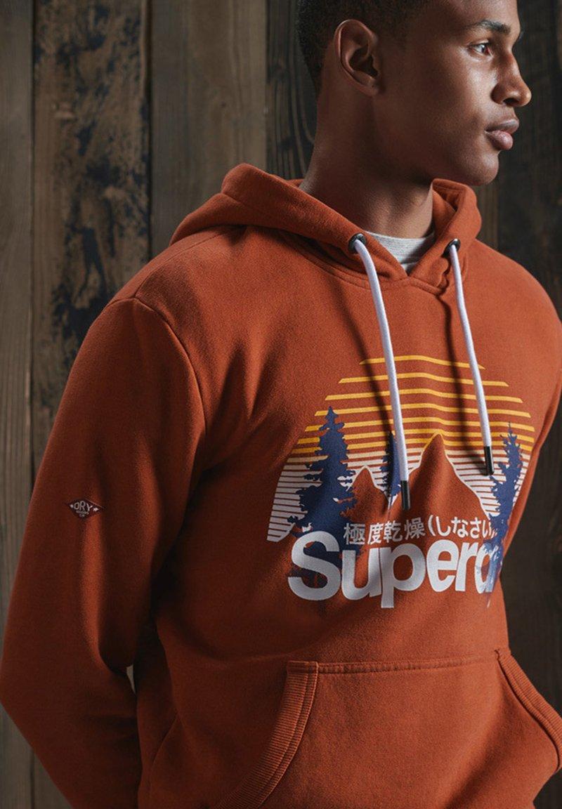 Superdry SUPERDRY CORE LOGO WILDERNESS HOODIE - Kapuzenpullover - sierra orange marl/orange XVL8Fp