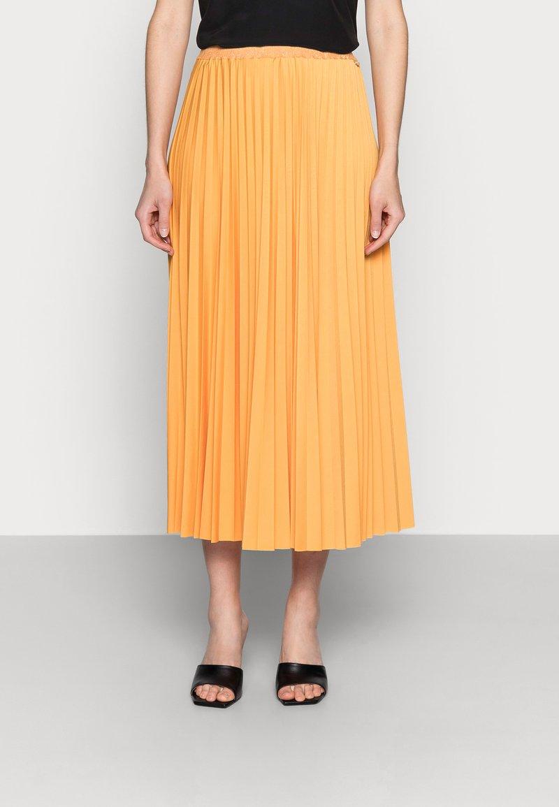Rich & Royal - PLISSEE SKIRT - Pleated skirt - golden orange