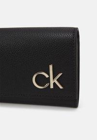 Calvin Klein - TRIFOLD - Lommebok - bax - 3