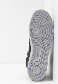 Nike Sportswear - AIR FORCE 1 - Sneakers hoog - black/wolf grey/dark grey/total orange/white - 4