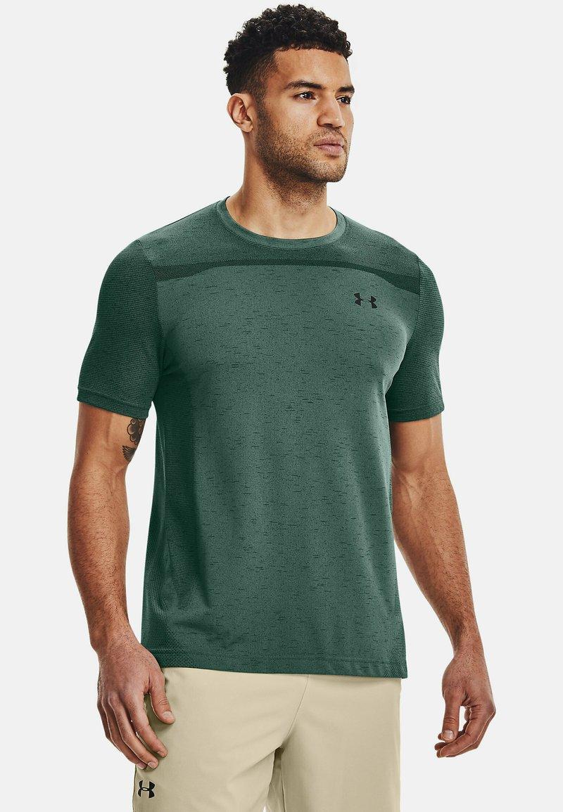 Under Armour - SEAMLESS SS - Print T-shirt - toddy green