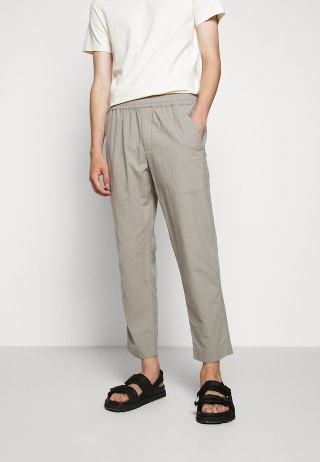 DRAWCORD ASSEMBLY PANT - Tygbyxor - ash