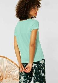 Street One - IM SEIDEN LOOK - Basic T-shirt - grün - 2