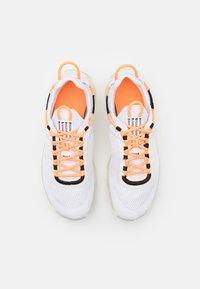 Nike Sportswear - REACT LIVE UNISEX - Matalavartiset tennarit - atomic orange/white/sail/light armory blue - 3