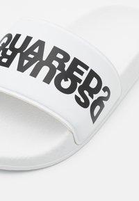 Dsquared2 - UNISEX - Pantofle - white - 5