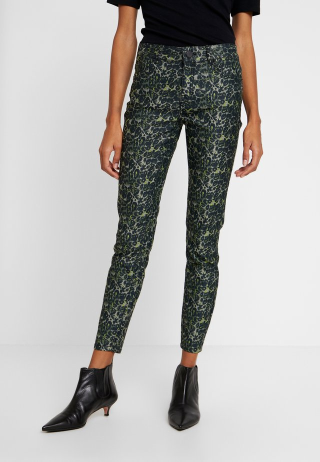 DIVA CROPPED FUNKY LEOPARD - Jeans Skinny Fit - green