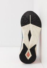 Puma - LQDCELL SHATTER XT GEO - Sports shoes - black/peachskin/peach - 4