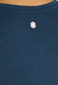Ragwear - PECORI - Print T-shirt - navy - 4