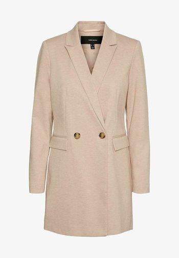 Krótki płaszcz