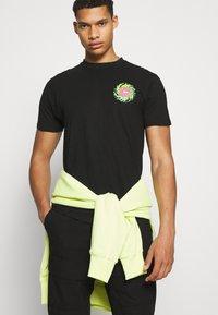 Santa Cruz - SLIMEBALLS UNISEX - Print T-shirt - black - 3