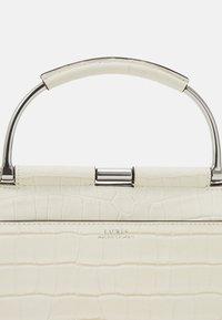 Lauren Ralph Lauren - MATTE CROC EMBOSS MASON - Handbag - vanilla - 4