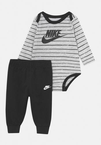 STRIPE SET UNISEX - Trousers - black