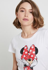 ONLY - ONLMICKEY VINTAGE - T-shirts med print - white - 4