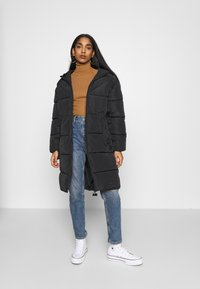 ONLY - ONLMONICA PLAIN LONG PUFFER COAT - Vinterkåpe / -frakk - black - 1