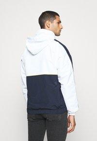 Karl Kani - COLLEGE BLOCK WINDRUNNER - Summer jacket - white - 2