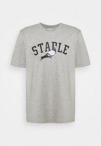 STAPLE PIGEON - COLLEGE TEE UNISEX - Print T-shirt - heather grey - 4