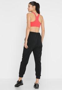 Nike Performance - Pantalon de survêtement - black/white - 2