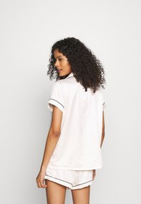 Loungeable - TRADITIONAL SHORT SLEEVE SHIRT  - Pigiama - white - 2