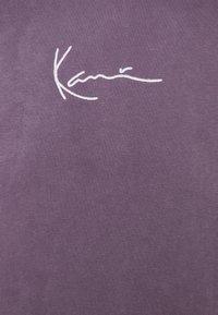 Karl Kani - SMALL SIGNATURE WASHED HOODIE UNISEX - Hoodie - purple - 2