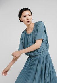 Filippa K - PLEATED DRESS - Sukienka koktajlowa - river - 3
