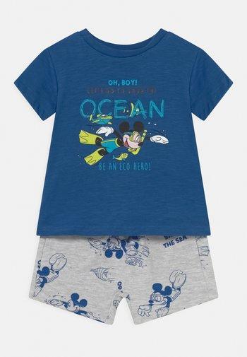 SET - Print T-shirt - victoria blue